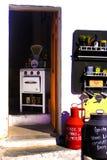 葡萄酒白色火炉和烤箱、老标度、美丽如画的咖啡馆和纪念品店,旅行南欧洲 免版税图库摄影
