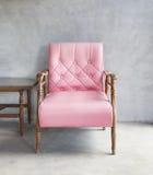 葡萄酒皮革扶手椅子 免版税库存图片