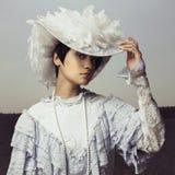 葡萄酒盖帽的妇女 免版税库存图片