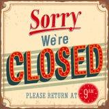 葡萄酒看板卡-抱歉是闭合的。 免版税库存照片