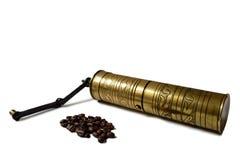 葡萄酒研磨机和咖啡豆 免版税库存图片