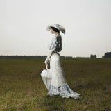 葡萄酒礼服的妇女 免版税库存图片