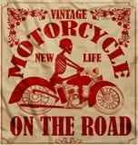 葡萄酒种族摩托车减速火箭的人T恤杉图形设计 库存照片