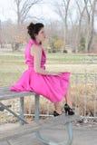 葡萄酒粉红色礼服的妇女 库存图片