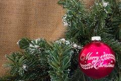 葡萄酒红色圣诞快乐装饰品 免版税库存照片