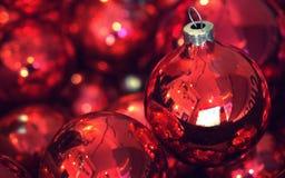 葡萄酒红色圣诞节装饰品 免版税库存图片