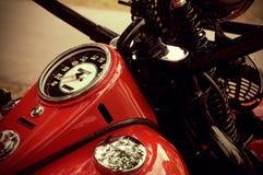 葡萄酒红色摩托车 库存照片
