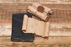 葡萄酒纸张滚动  免版税库存照片