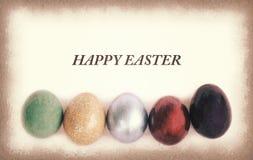 葡萄酒纸纹理,与样品的五颜六色的复活节彩蛋发短信 库存图片