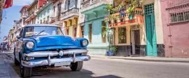 葡萄酒经典美国汽车在哈瓦那古巴 库存图片