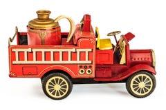 葡萄酒罐子在白色查出的消防车玩具 免版税库存图片
