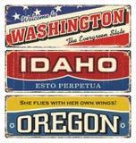 葡萄酒罐子标志汇集以美国状态 华盛顿 爱达荷 俄勒冈 减速火箭的纪念品或明信片模板在铁锈backgroun 库存图片