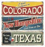 葡萄酒罐子标志汇集以美国状态 科罗拉多 达成协议区区局人口调查剪报上色了数据greyed汉普郡高度包括的主要映射美国航空航天局新的路径相对替补河被遮蔽的显示来源状态周围的地形领土到都市我们 得克萨斯 减速火箭的纪念品或明信片模板在铁锈后面 免版税图库摄影