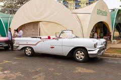 葡萄酒美国汽车在巴拉德罗角,古巴 图库摄影