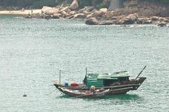 葡萄酒老木中国小船漂浮 图库摄影