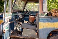 葡萄酒老汽车难看的东西内部 库存图片