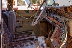 葡萄酒老汽车难看的东西内部 免版税库存图片