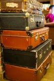 葡萄酒老经典旅行皮革手提箱 旅行行李概念 减速火箭的instagram样式照片 免版税图库摄影