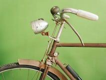 葡萄酒老自行车 免版税库存照片