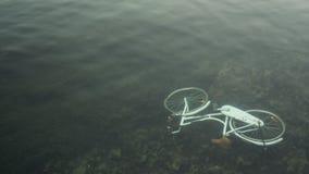葡萄酒自行车滴下了入水 免版税库存图片