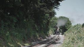 葡萄酒蒸汽引擎和古色古香的客车 影视素材