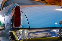 葡萄酒蓝色汽车有尾灯和树干看法  免版税库存图片