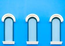 葡萄酒蓝色窗口 免版税库存照片