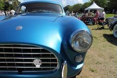 葡萄酒蓝色sportscar前面细节 图库摄影