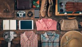 葡萄酒行家旅客衣物和辅助部件 免版税库存图片