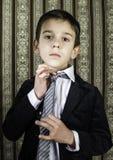 葡萄酒衣服的男孩 免版税库存图片