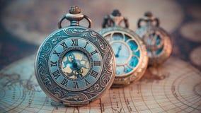 葡萄酒被刻记的金属手表垂饰 库存照片