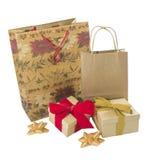 葡萄酒被包裹的礼物和小包 免版税库存图片