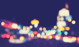 葡萄酒被定调子的被弄脏的城市光在晚上 免版税库存照片