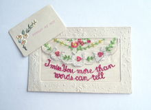 葡萄酒装饰丝绸被绣的明信片 库存照片