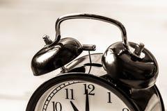 葡萄酒警报圆环响铃的时钟关闭 库存照片