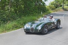 葡萄酒跑车捷豹汽车在Mille Miglia跑2014年 免版税库存图片