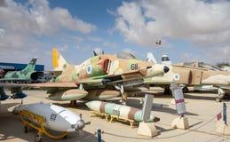 葡萄酒道格拉斯A-4h Skyhawks飞机在以色列人空军队博物馆显示了 免版税图库摄影