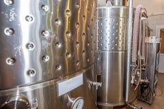 葡萄酒酿造的Fermentaion不锈的坦克 免版税库存图片
