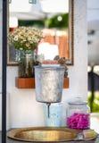 葡萄酒钢和黄铜盥洗盆 免版税图库摄影