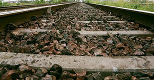 葡萄酒铁路,在一个农村场面的铁路轨道 库存图片