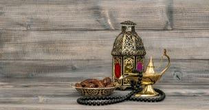 葡萄酒阿拉伯灯笼伊斯兰教的念珠小珠 免版税库存照片