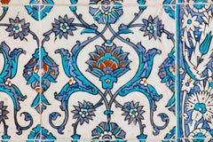 葡萄酒陶瓷砖的样式在历史Topkapi宫殿,伊斯坦布尔墙壁上的  免版税图库摄影