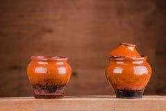 葡萄酒陶瓷罐 免版税库存照片