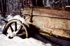 葡萄酒雪无盖货车 变老的木头 免版税库存图片