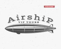 葡萄酒飞艇背景 减速火箭的飞船vip游览标签模板 Steampunk设计 蒸汽低劣老速写 皇族释放例证