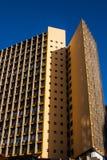 葡萄酒黄色企业大厦有蓝天背景 库存图片