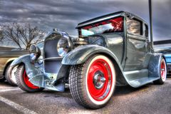 葡萄酒20世纪20年代美国人福特旧车改装的高速马力汽车 免版税库存照片