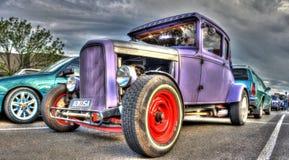 葡萄酒20世纪30年代美国人福特旧车改装的高速马力汽车 免版税库存图片