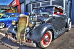 葡萄酒20世纪30年代美国人福特旧车改装的高速马力汽车 库存照片