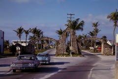 葡萄酒20世纪60年代街道场面 免版税图库摄影